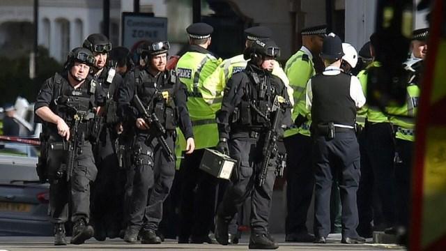 London Tube explosion: manhunt for Parsons Green bomber