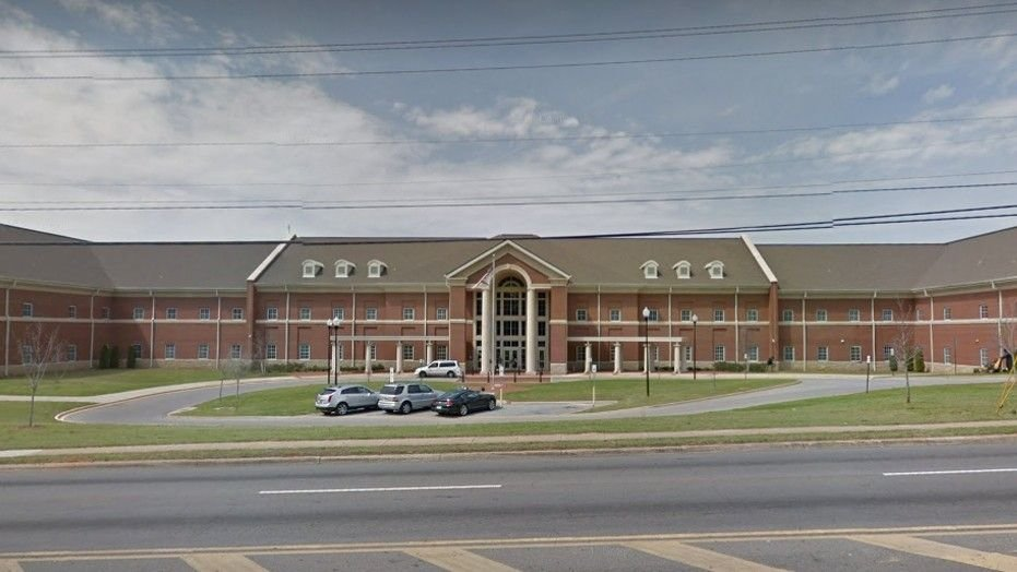 Alabama police: 2 hurt in accidental school shooting